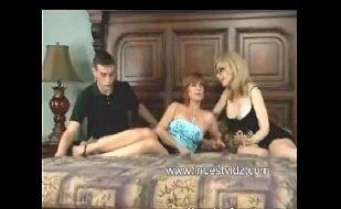Sexo Com A Tia E A Prima Na Mesma Cama