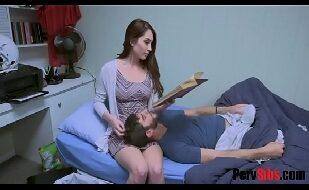 Sexo Grátis Incesto | Tia Safada Fez Carinho No Novinho